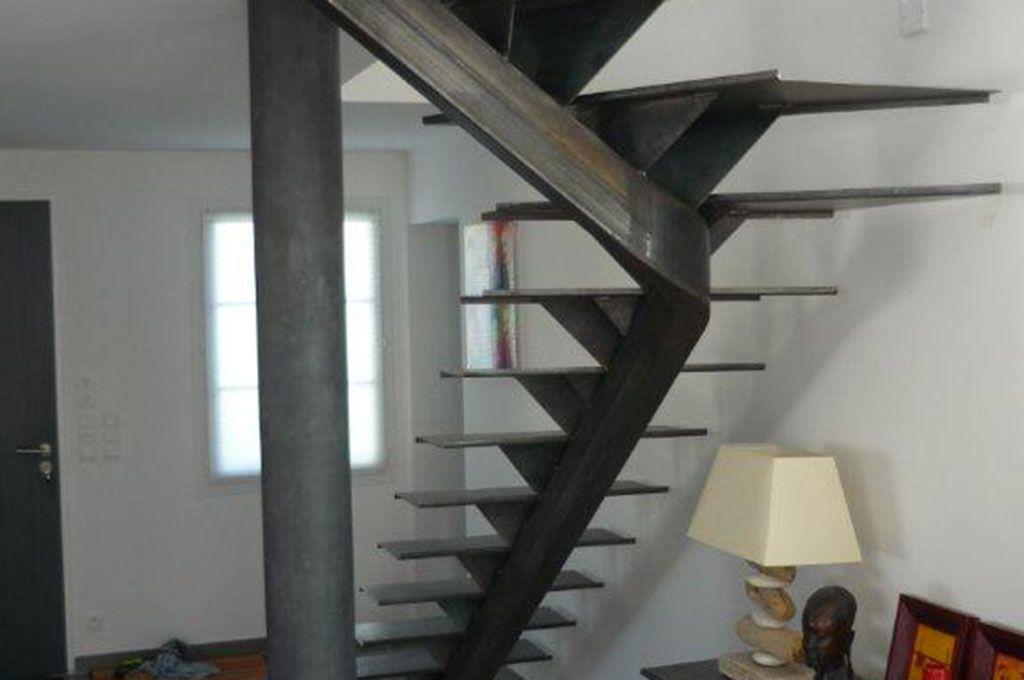 Escalier un quart tournant en milieu sur cr maillere for Petit escalier exterieur
